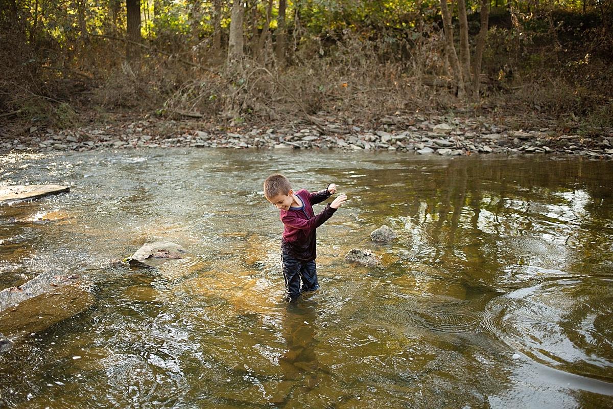 kentucky-family-farm-photos-in-the-creek-045.JPG