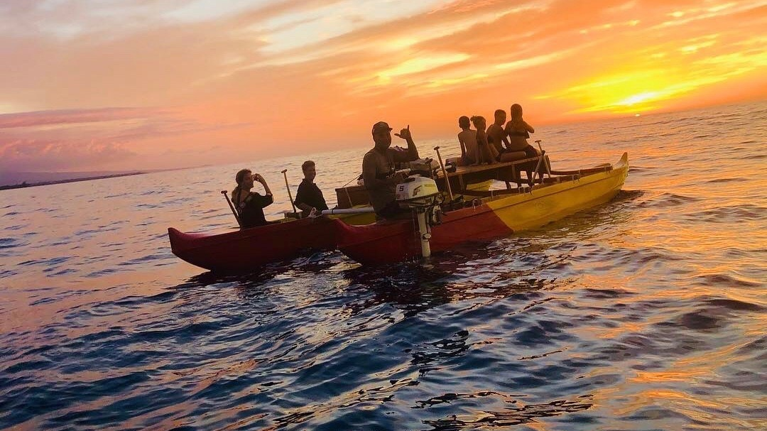 SUNSET PADDLE + MANTA EXCURSION - Our very exclusive Manta tour leaves right from Mauna Kea Beach. Paddle into the sunset before returning to view the Rays at Manta Point.