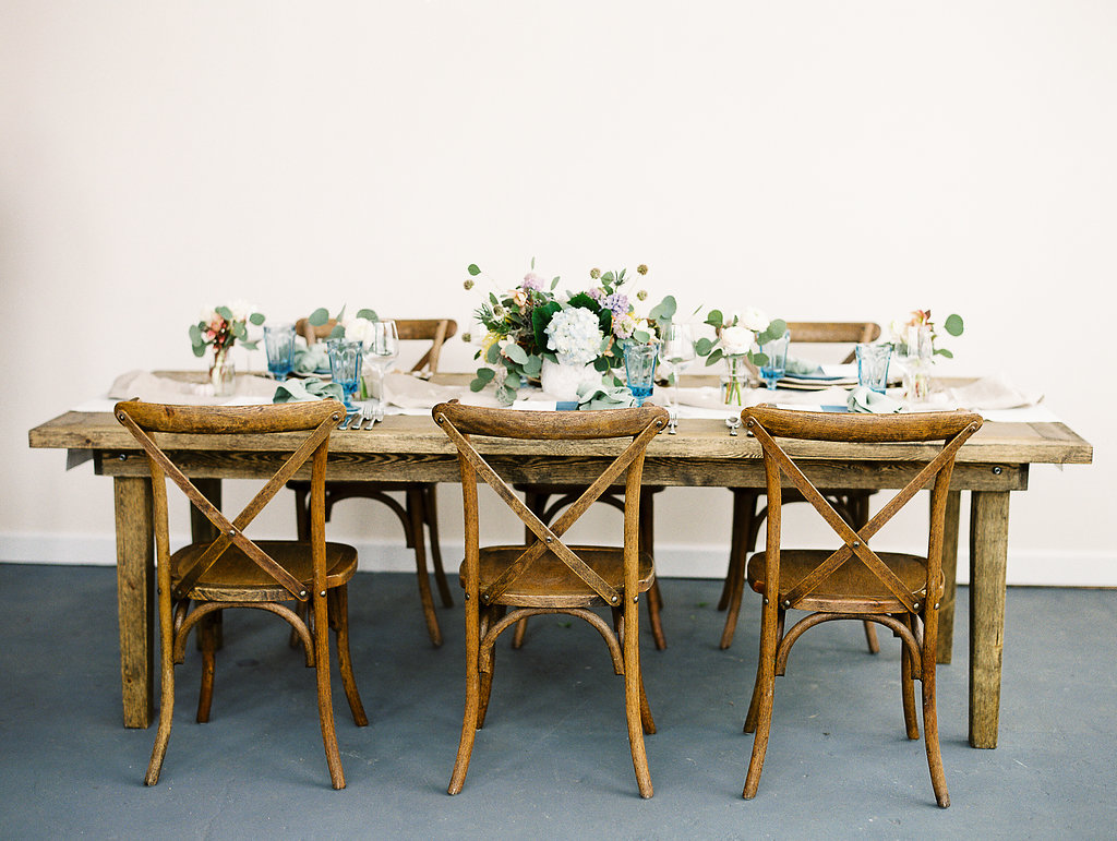 samantha joy events dinner party beach inspired seaside table beach atmosphere tablescape design