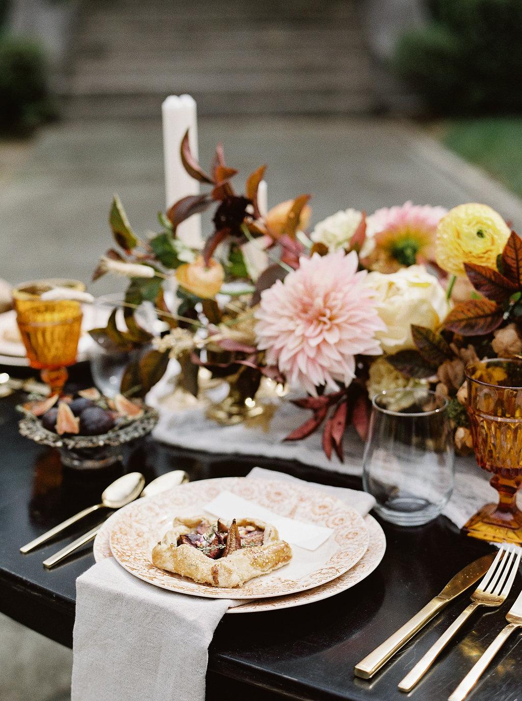 fall-wedding-Jenny-haas-Samantha-joy-events-laurel-court-cincinnati-wedding-tablescape
