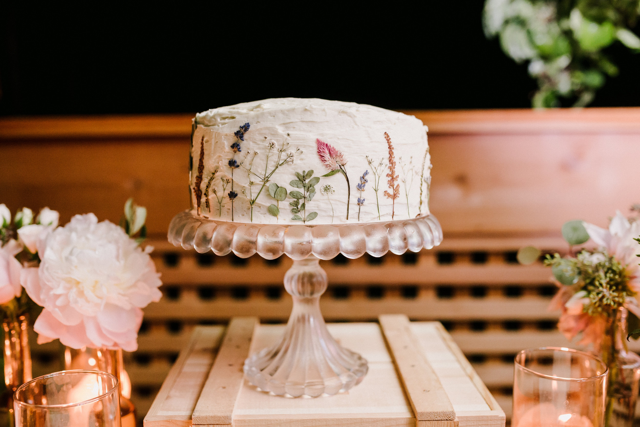 dried-flower-cake-backyard-wedding-dayton-wedding-planner.jpg