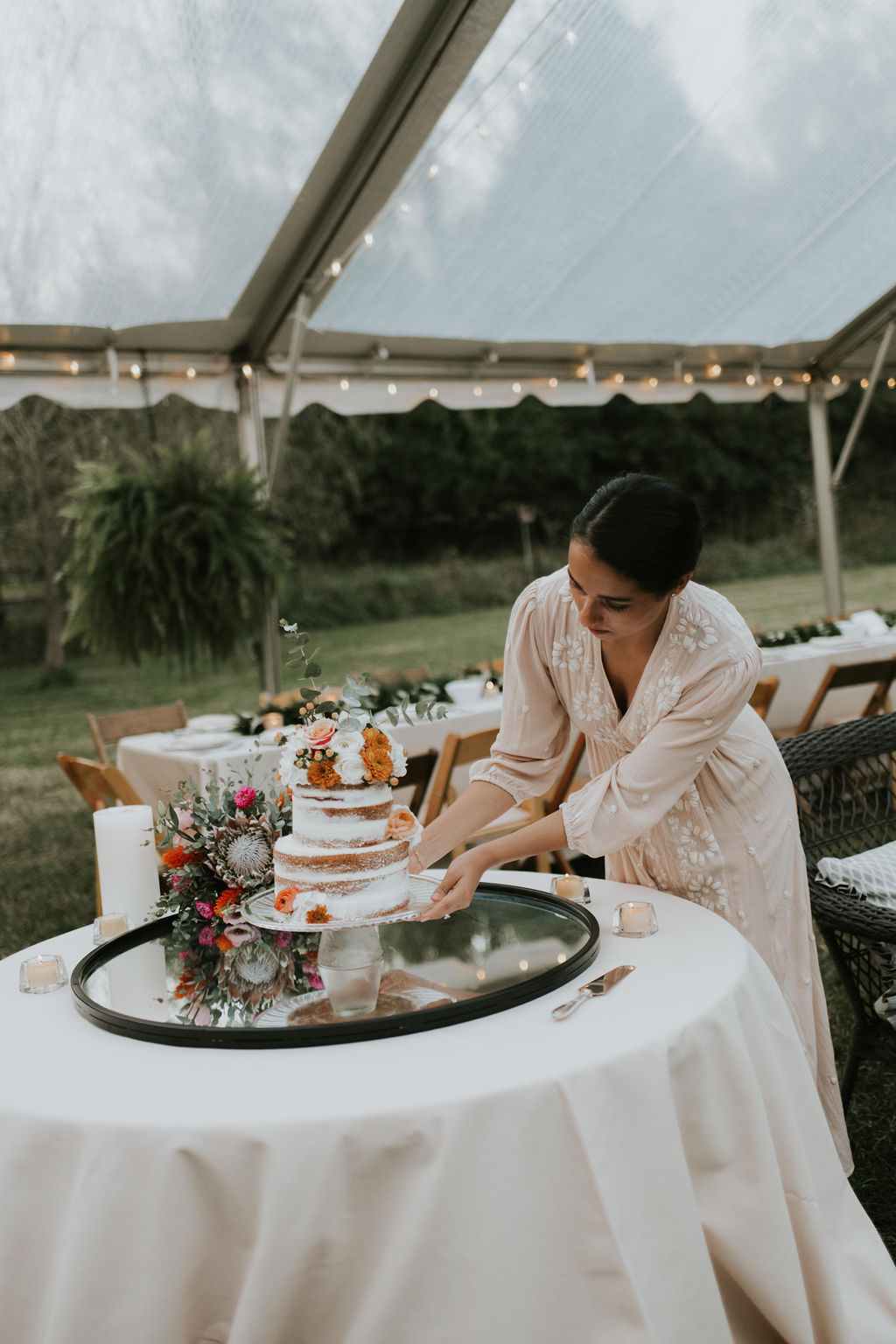 backyard-wedding-cake-cincinnati-wedding-planner.jpg