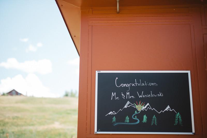 mountiantop-wedding-colorado-sign-wedding-planner.jpg