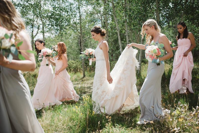 mountain-wedding-colorado-bridesmaids.jpg