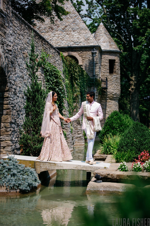first-look-greenacres-wedding-cincinnati.jpg