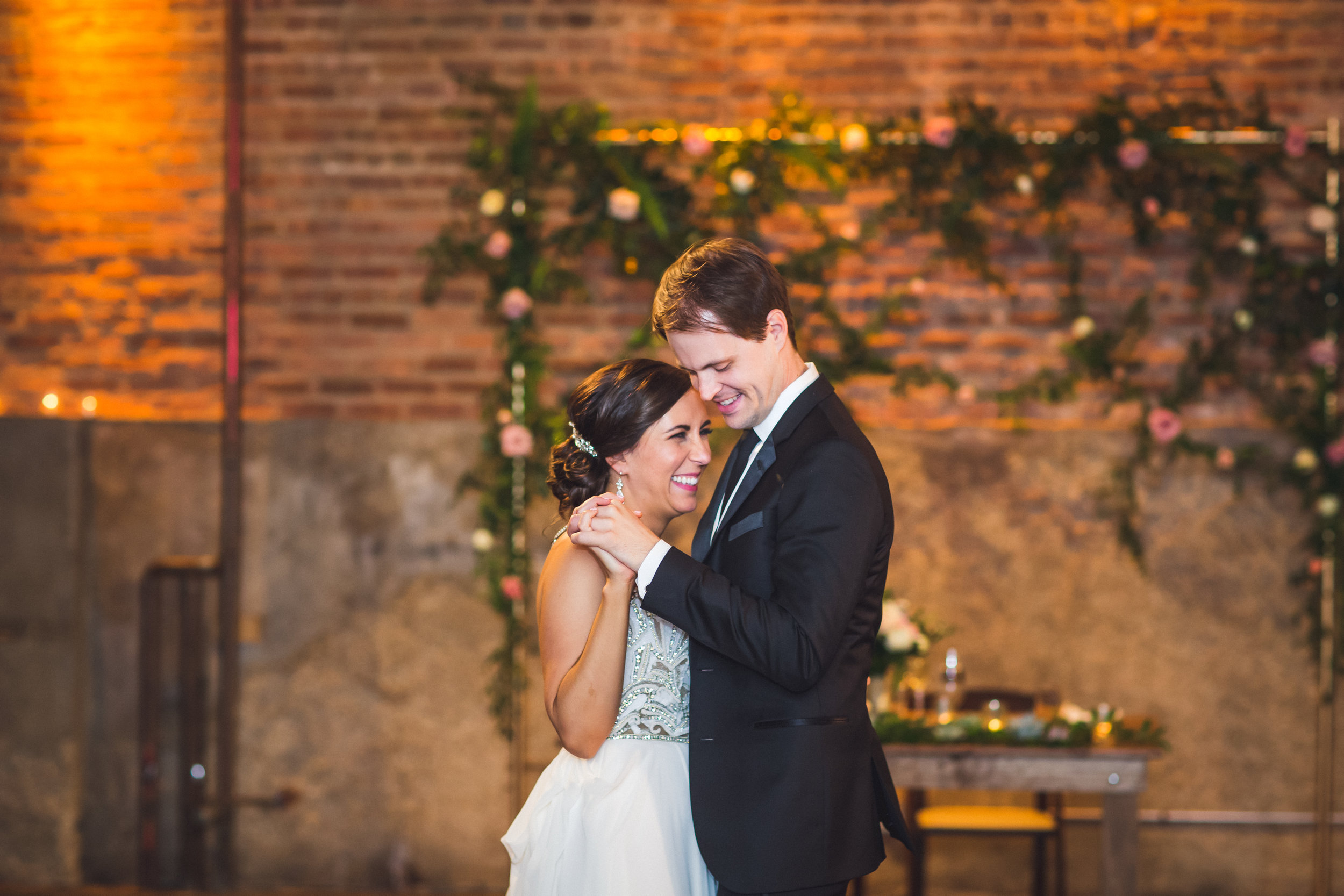 gallery-1028-wedding-first-dance