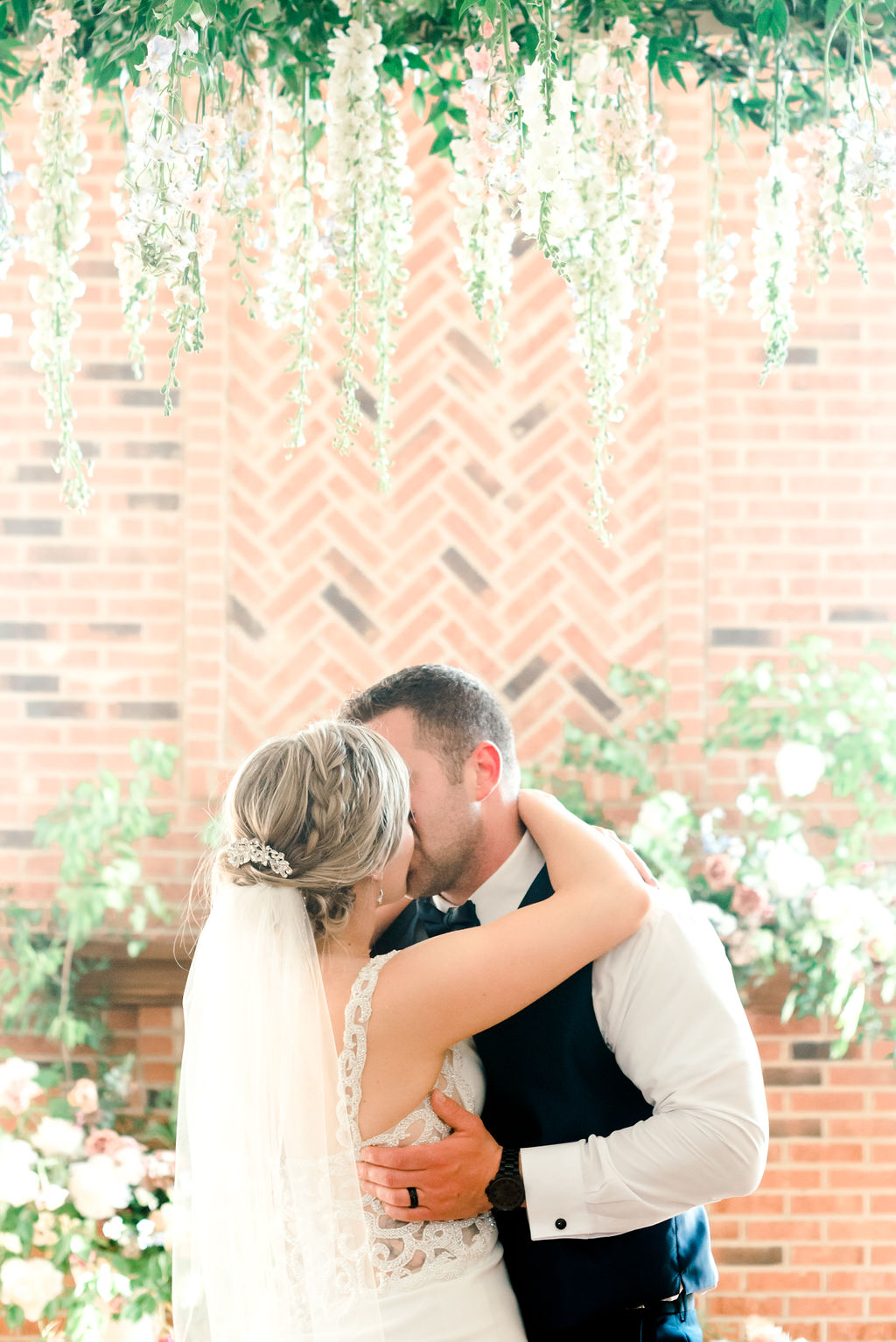 Dayton-event-planner-floral-design-wedding-bride-and-groom-dance