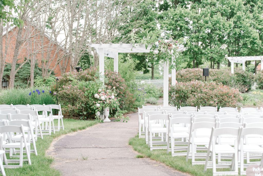 cincinnatiweddingplanner-outdoor-ceremony-ChapelLanePhotographyCincinnatiOhio.jpg