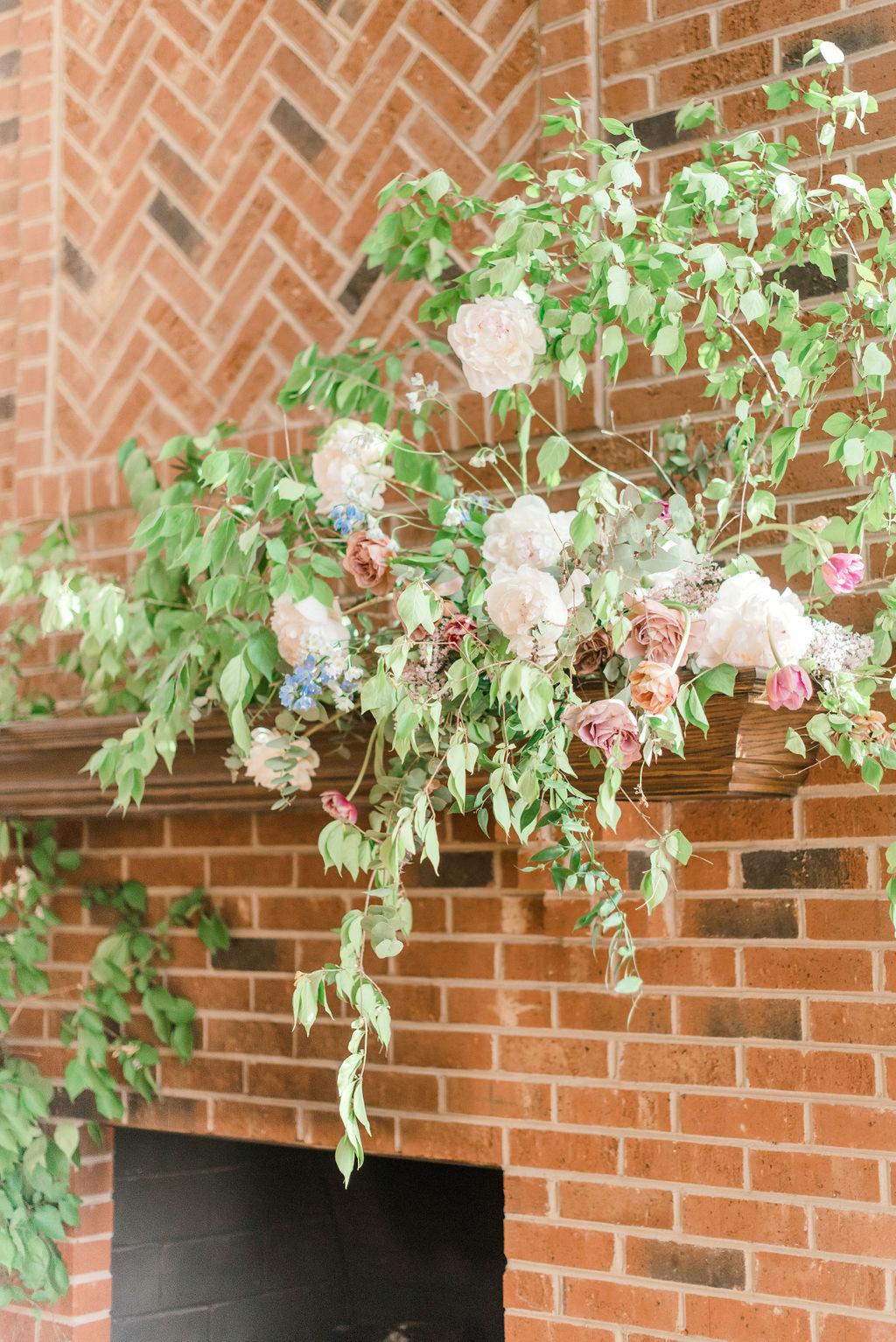 dayton-wedding-planner-fireplace-floral-installation-samantha-joy-events