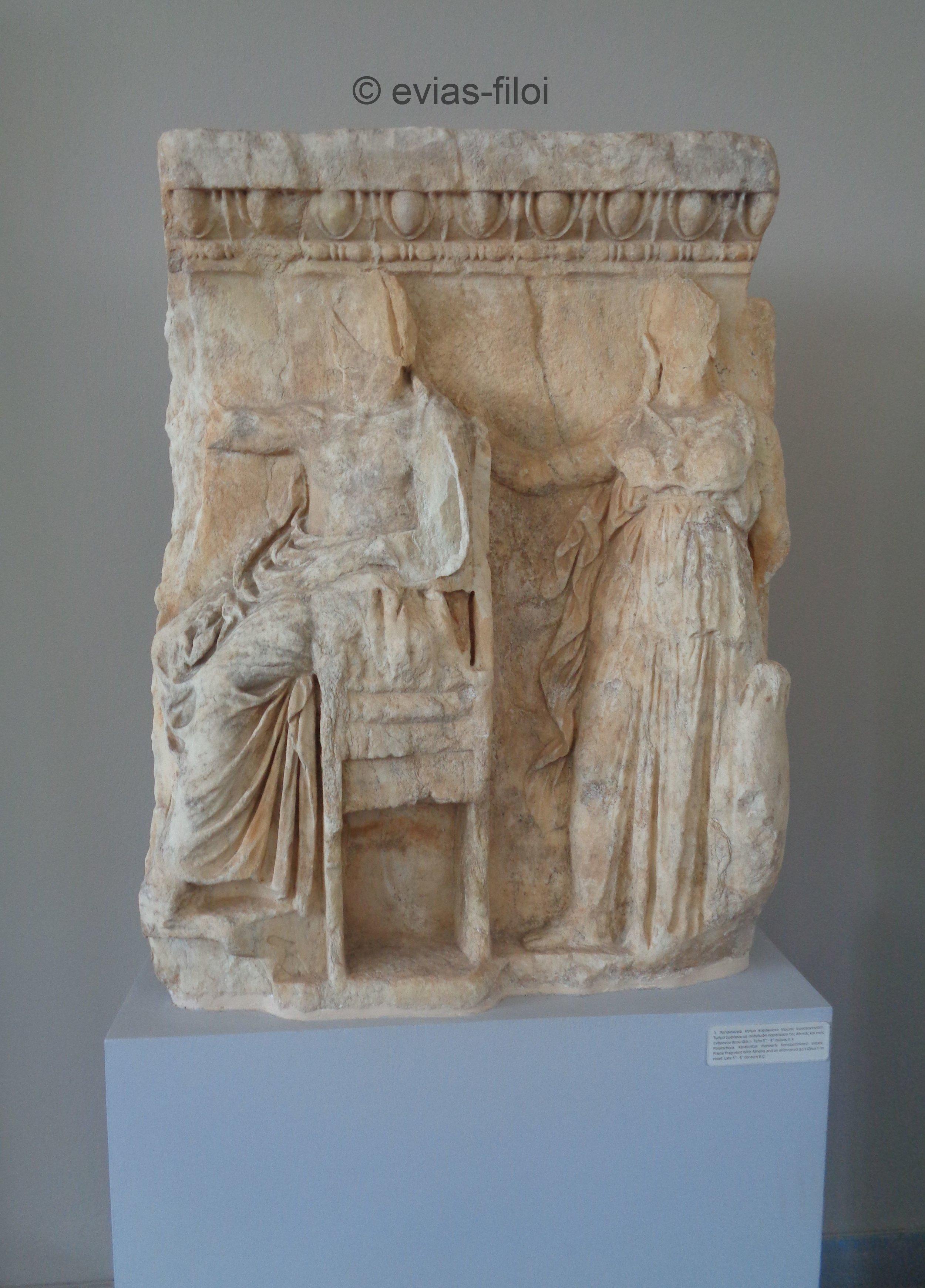 Παλαιοχώρα.Τμήμα ζωφόρου με ανάγλυφη παράσταση της Αθηνάς και του (ένθρονου) Δία
