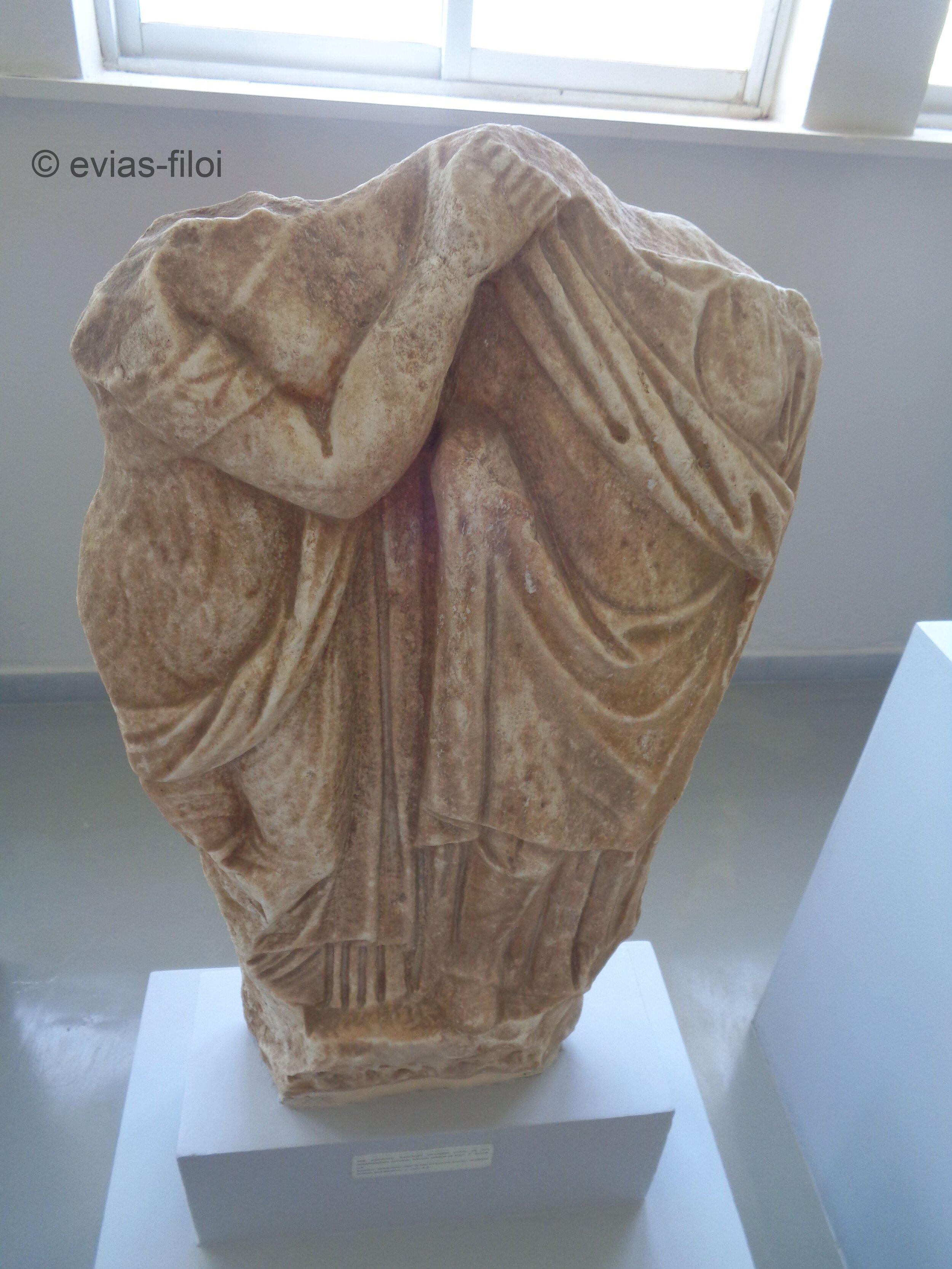 Από Αρχαίο Ταφικό μνημείο της περιοχής (πιθανόν κόρη με μάνα)!