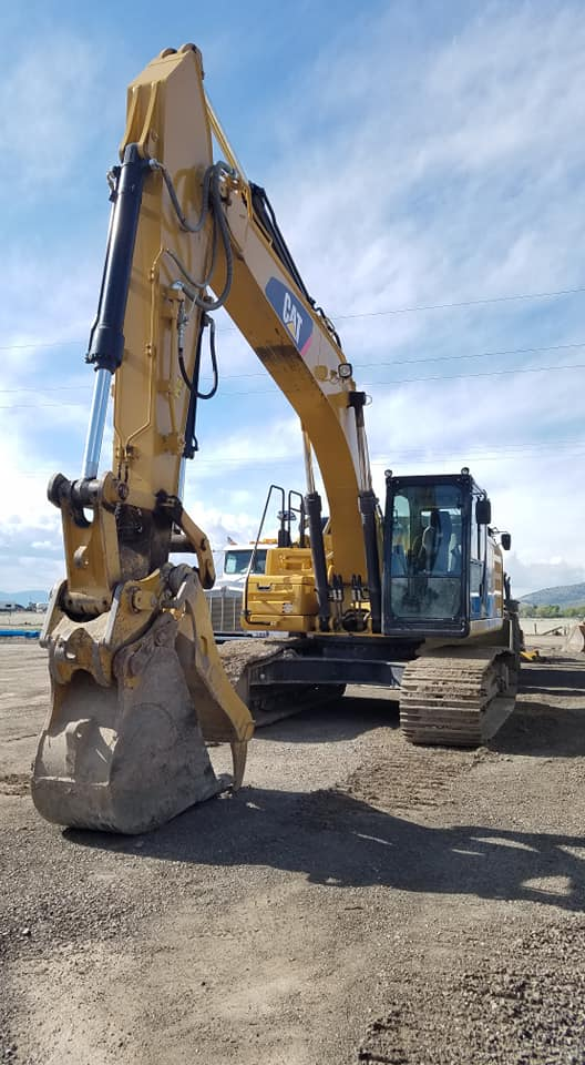 Dog Lake Excavator (002).jpg