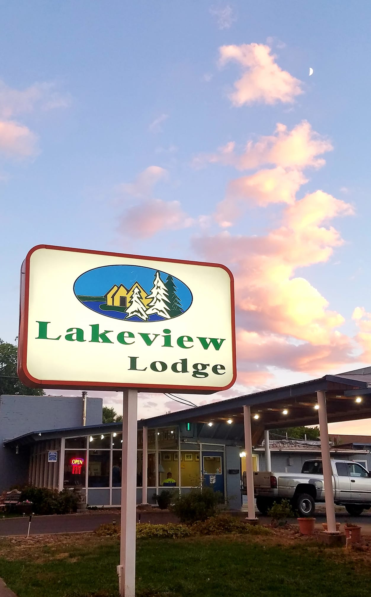 Lakeview Lodge Motel Sign.jpg