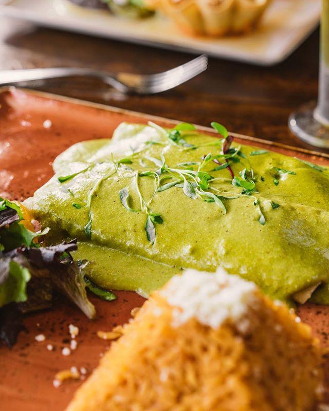 To delicious food, we say Salud! 😋 #closeup #santomezcal