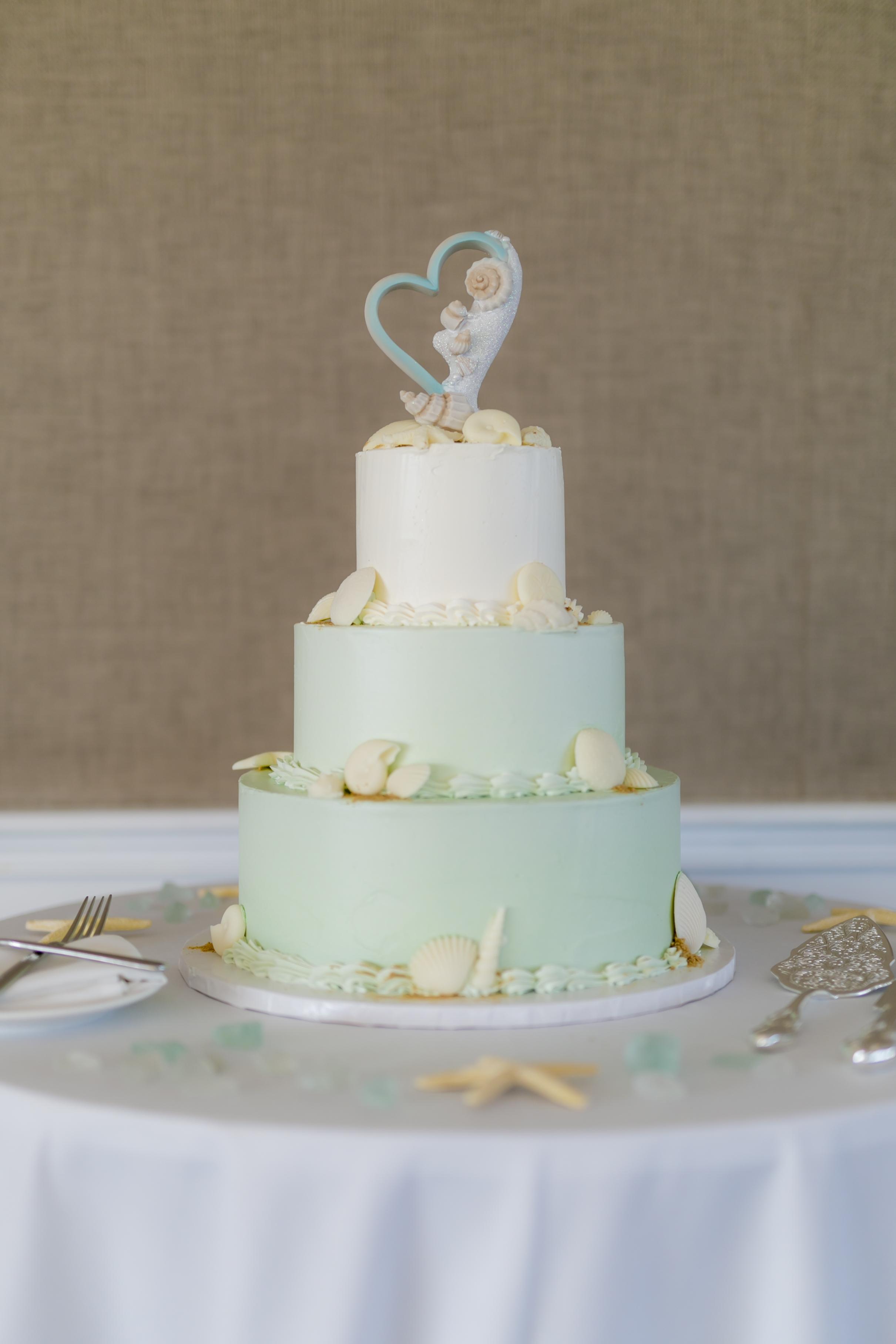 i-dream-jeanne-cakes-wedding-elegant-blackmore-photography-a.jpg