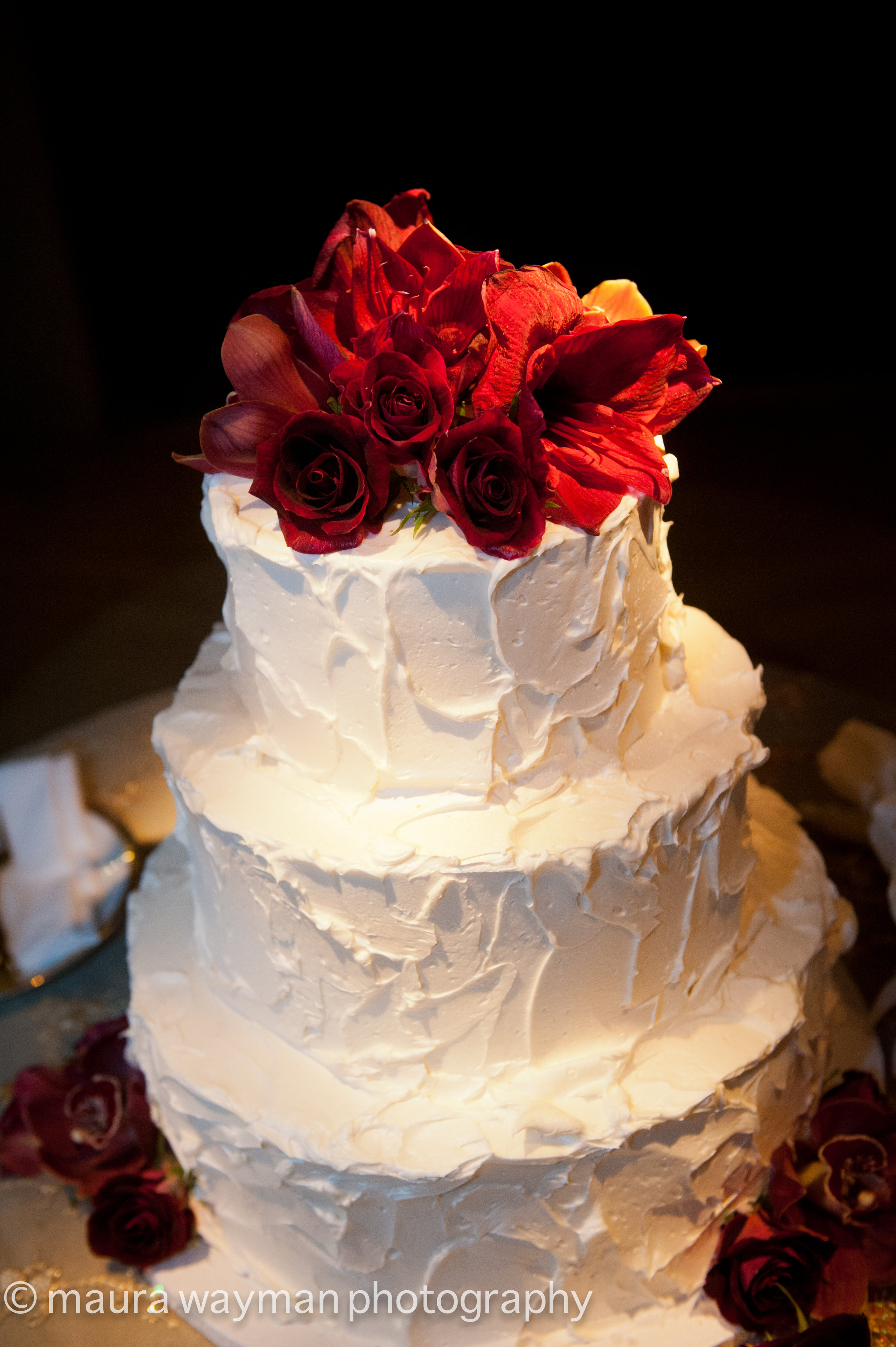 i-dream-jeanne-cakes-wedding-elegant-maura-wayman-phoography-a2.jpg