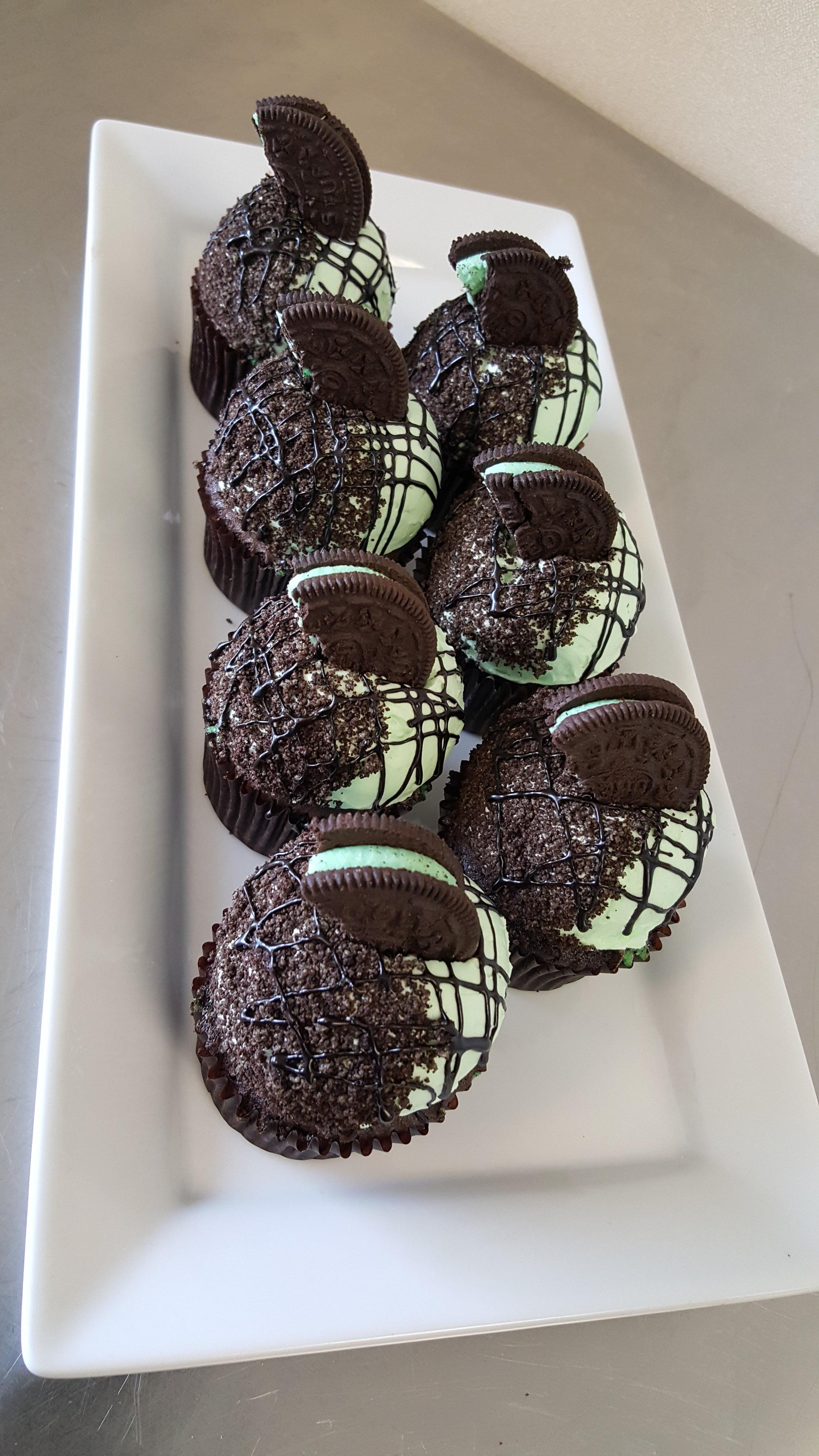 i-dream-jeanne-cakes-cupcakes-mint-oreo.jpg