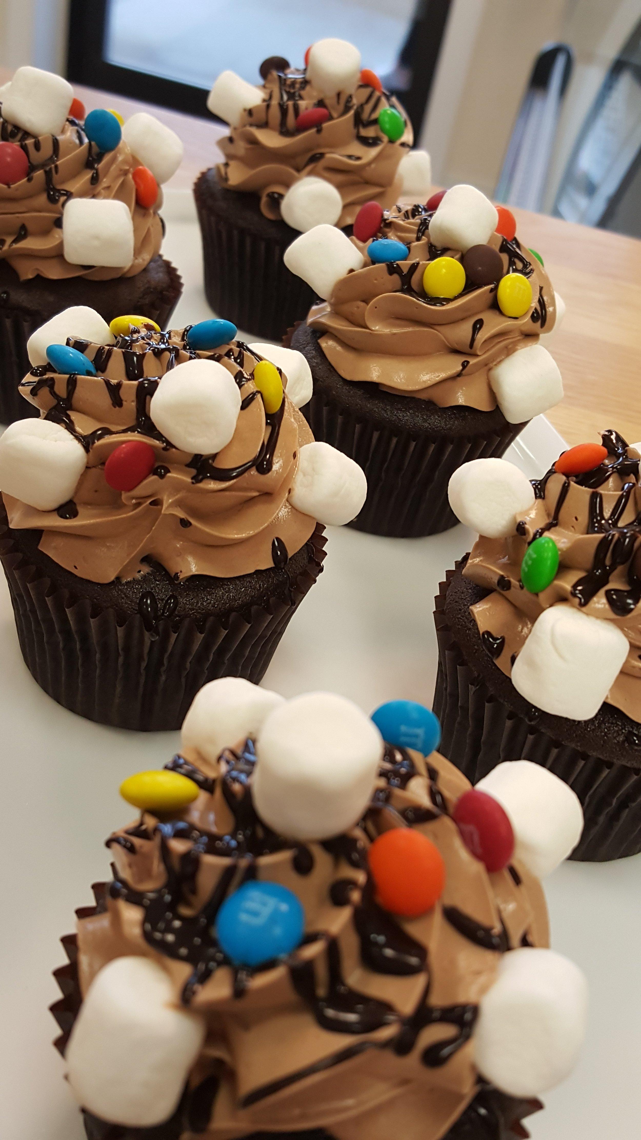 i-dream-jeanne-cakes-cupcakes-rocky-road.jpg
