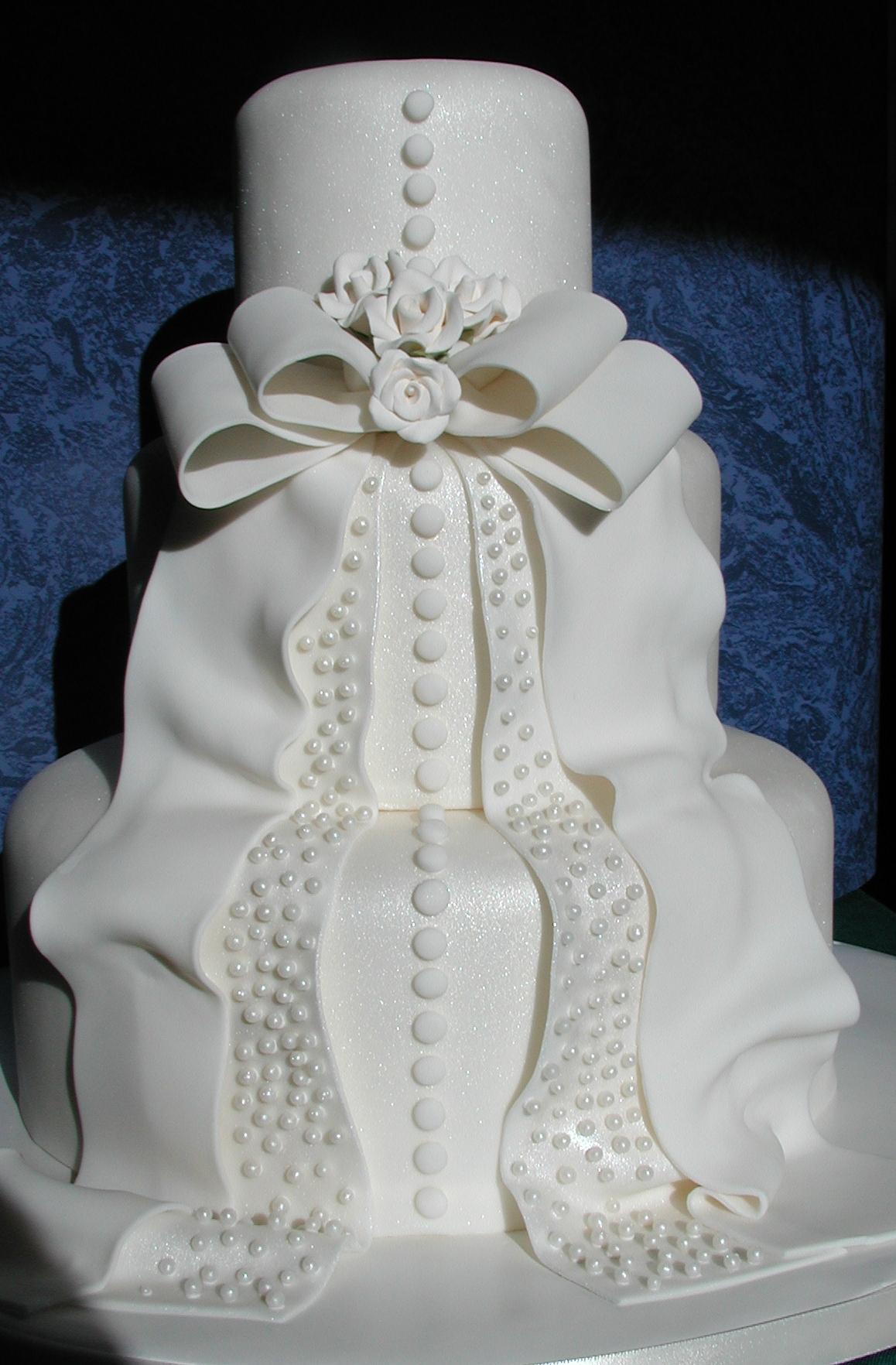 i-dream-jeanne-cakes-wedding-extravagant-poorquality-02.jpg