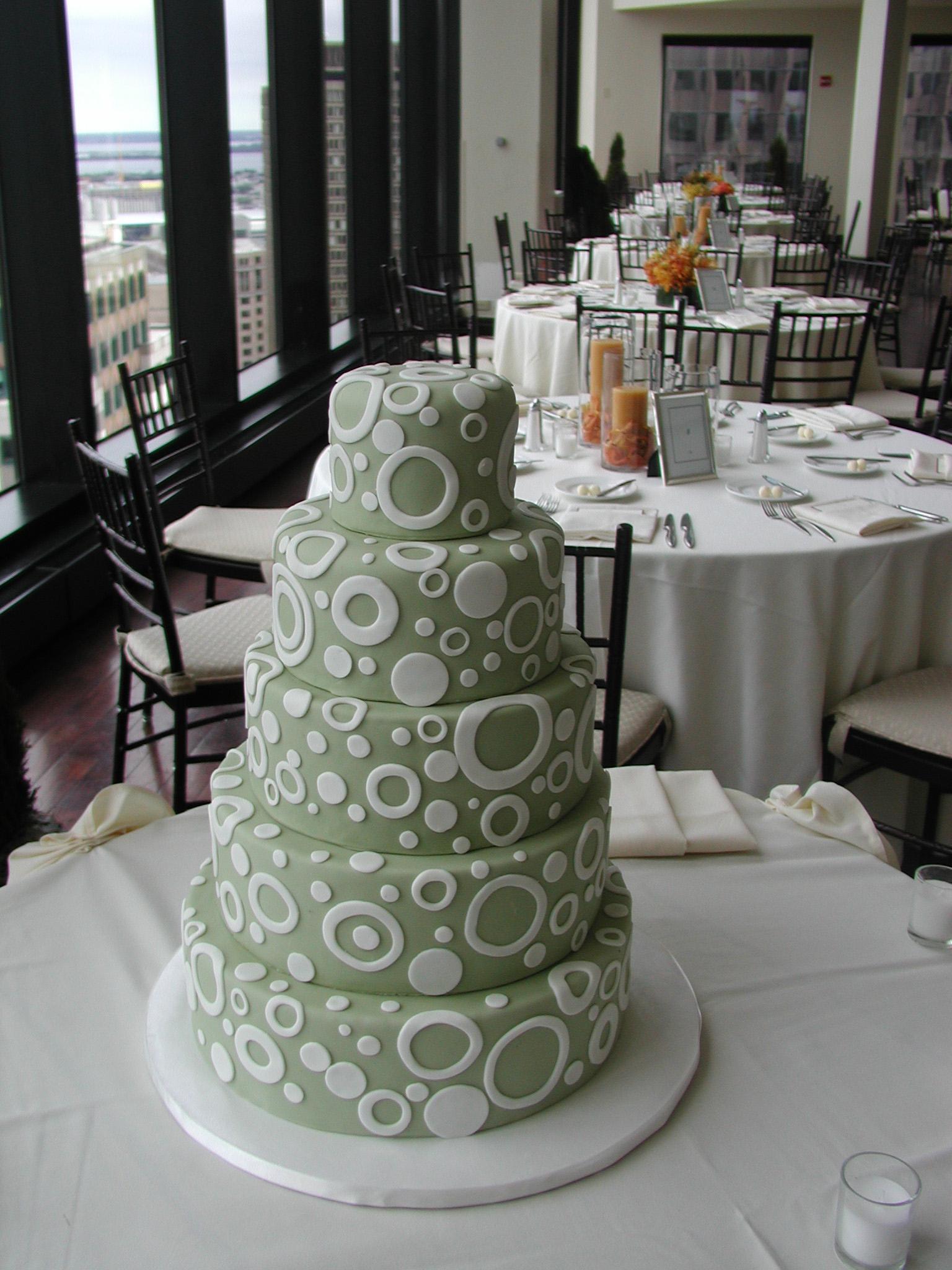 i-dream-jeanne-cakes-wedding-extravagant-state-room-poorquality.jpg