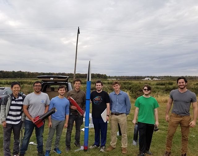 This past weekend, the first round of high-powered rockets were launched by our emerging rocket engineers! Not all went as planned but every failure is an opportunity to learn even more. Moving forward to this weekend's Level 3 Certification launch! • • #rutgersuniversity #rocketry #space #engineering #aerospaceengineering #narrockets #aiaa #modelrockets #rockets #levelup #rocketlaunch #rocketlauncher #nar #tripoli #rutgersengineering #rutgersbusinessschool #newjersey