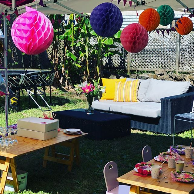 A little garden party in the middle of renovation construction chaos! 🤷‍♀️🔨 www.paperworkandparties.co.nz . . #partystylist #eventplanner #eventstylist #partyplanner #gardenparty #5thbirthday #party #fiveyearsold #renovation #auckland #aucklandrenovations #paperworkandparties