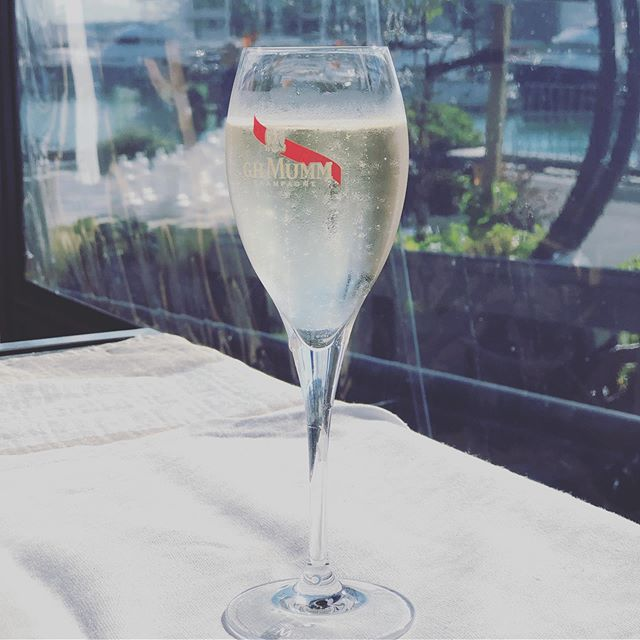 #thursdaylunch 🍾🥂 www.paperworkandparties.co.nz . . #champagne #bubbles #mummchampagne #hqviaduct #lunch #champagnelunch