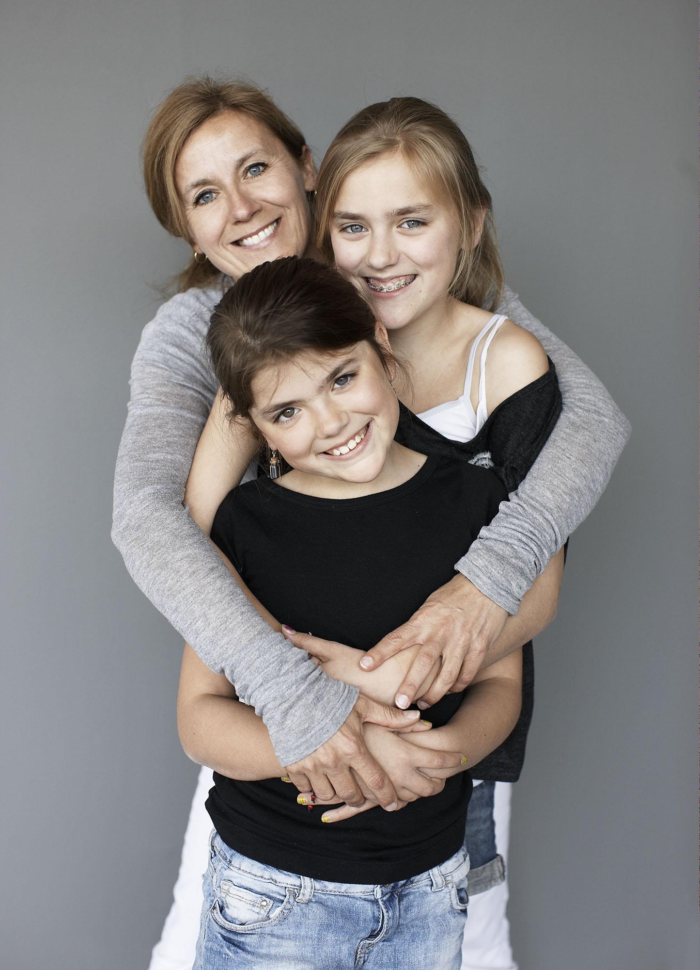 Mo en kids3 samen in armen copy.jpg