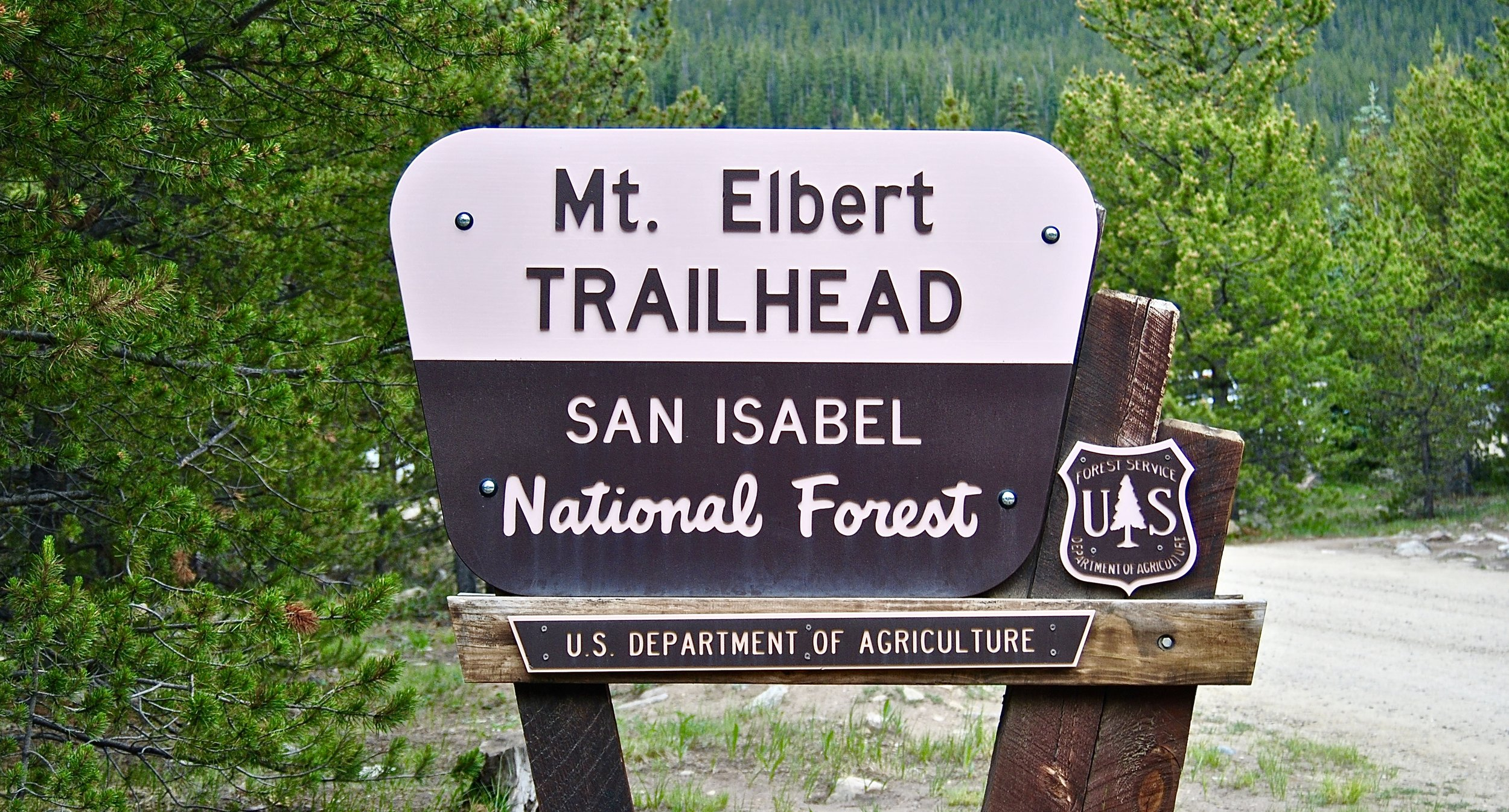 The trailhead is well-marked, unlike trailheads on the east coast ...