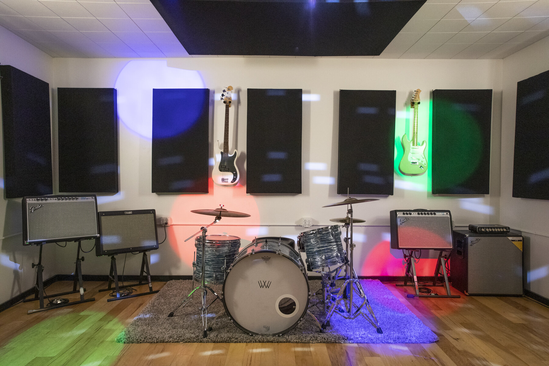 Room 1 - 17x17 $30 An HourFender Blues DeluxeFender VibroluxFender Hot RodFender RUMBLE 410 Cabinet & RUMBLE 800 HeadLudwig Drum Kit (26, 14, 16; 14 x 6 1/2 snare)Behringer consoleJBL PA SystemStage Lighting Track and Programmable DMX Controller