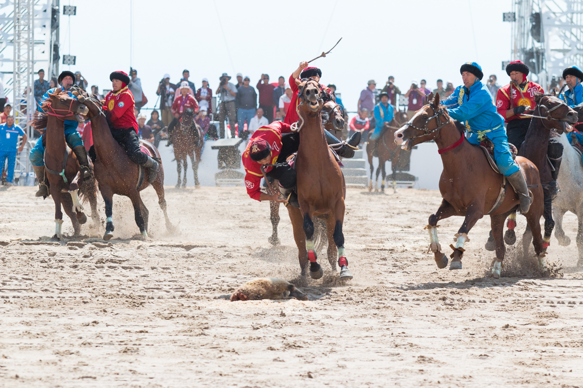 Kok Buru - two teams battle over a healess goat - you can see him reaching for it
