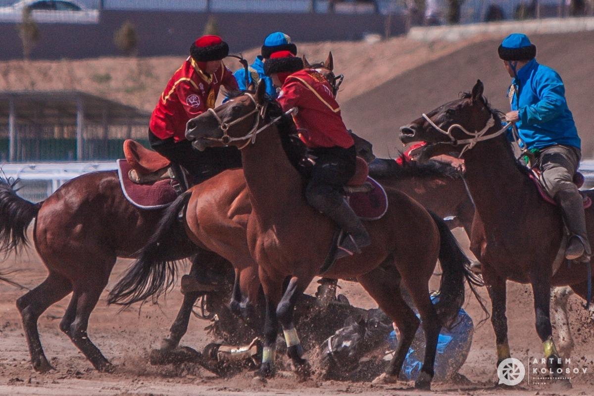 Kok buru gets brutal! Note fallen horseman.