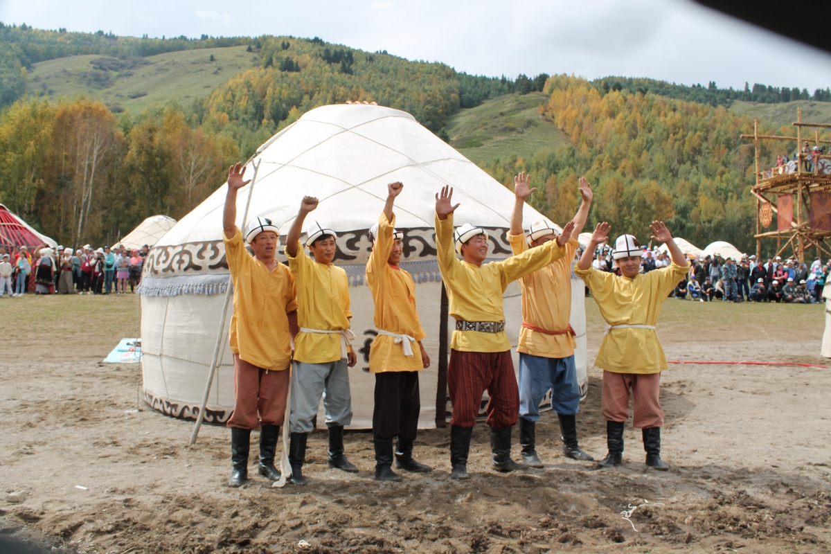 Yurt building competitions