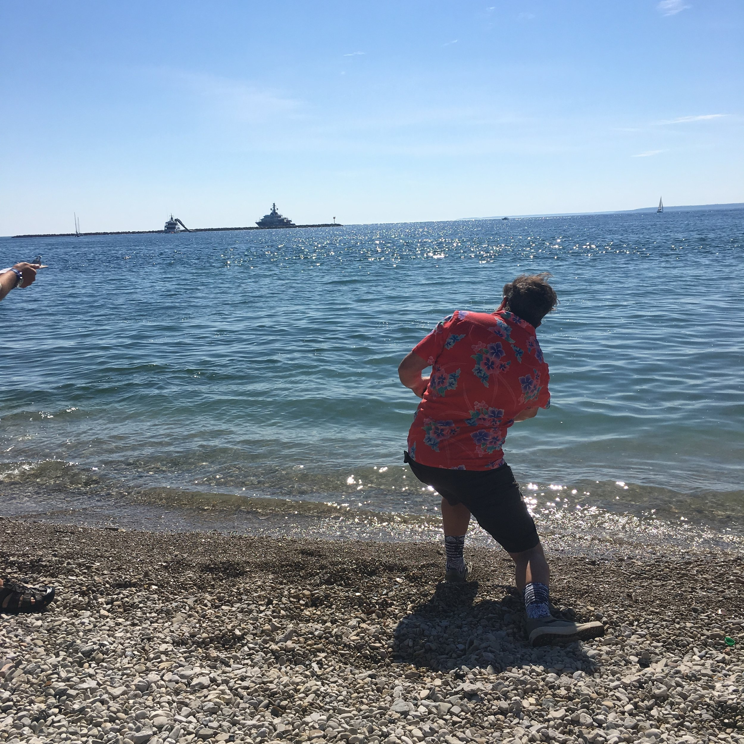 Ted 'Captain from Jaws 3' skipping a stone