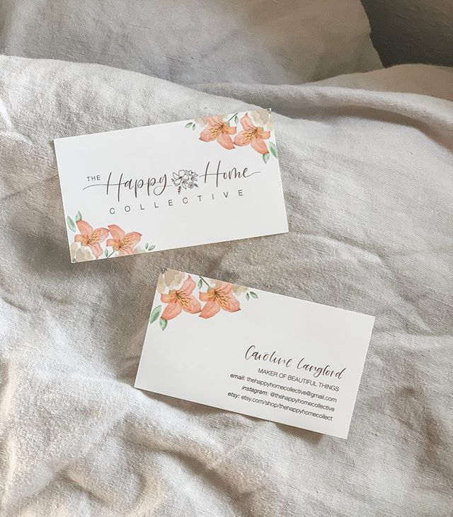 I've been working on some really fun things these past few months! Including @thehappyhomecollective's logo + business cards! Definitely one of my favorite projects in a long time (mostly because she's amazing and now I get to call her my friend). Plus she also made me get out of my comfort zone and hand watercolor the flowers for these bad boys 🌺