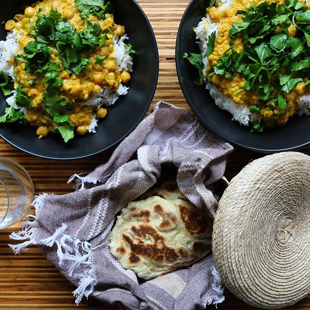 Always on a heavy rotation // Dhal & homemade chapatis 🌿 • • • • • #photography #foodphotography #brandphotography #torquay #surfcoast #torquaycafe #torquayrestaurant #foodstyling #recipe #branding #digitalmarketing #geelong #geelongphotography #torquayphotography #imocreative
