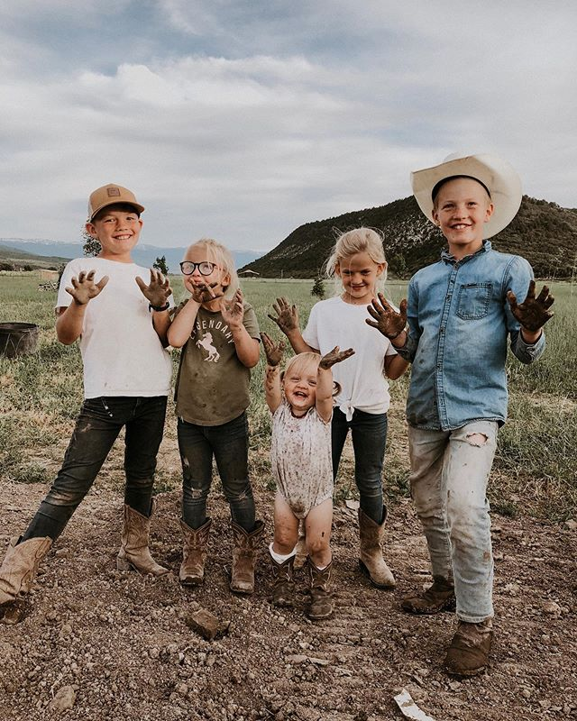 If our best days are measured by how dirty we are at the end of the day, I think it's safe to say we're living our best lives! 😆 .  Seth and I are putting our homeschooling IGTV and insta-live up this week! So if this is something you've been waiting for, let me know below! And if there's specific questions you'd like us to discuss or answer, leave them below! It's something I'm quite passionate about, so be prepared for me to wax alll poetic on y'all! 💛 xx happy Sunday friends!