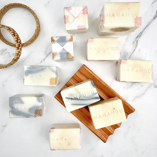 Custom Made Cold Process Soap for @hanahouhilo ✨⁣ •⁣ •⁣ •⁣ #allnaturalbeauty #nontoxicbeauty #ethicallymade⁣ #biodegratable #locallysourced #hawaii #madeinhawaii ⁣ #madebywahineforwahine #hawaiibeauty #treatyourself ⁣ #coralreefsafe #reefsafe #coralreefsafesunscreen #madewithaloha #madeinsmallbatches #goʻauʻau #summer⁣ #ʻauʻaueveryday #auauhawaii ⁣ #ʻauʻauhawaiʻi #ハワイ #ハワイ土産