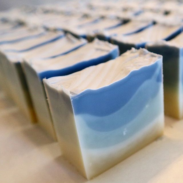This batch might be the prettiest I've ever made 💙⁣ Lavender Teatree Cold Process Soap ⁣ Full ingredients list: ⁣ 💠Olive oil⁣ 💠Coconut oil⁣ 💠Hawaiian Macadamia nut oil⁣ 💠Lavender essential oil⁣ 💠Tea tree essential oil⁣ 💠Indigo powder⁣ 💠Aloha ⁣