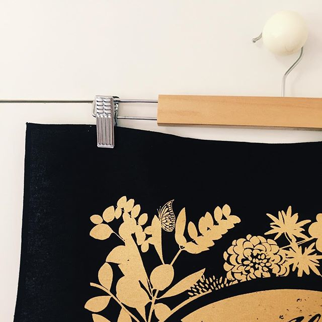 Gold on black - What a stunner. ✨✨ #invitationteatowels #weddinginvitations #teatowels #teatowel #weddingstationery