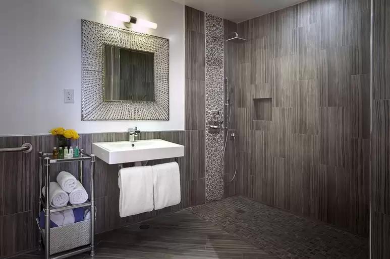 desert-hot-springs-yoga-retreat-resort-bathroom.png