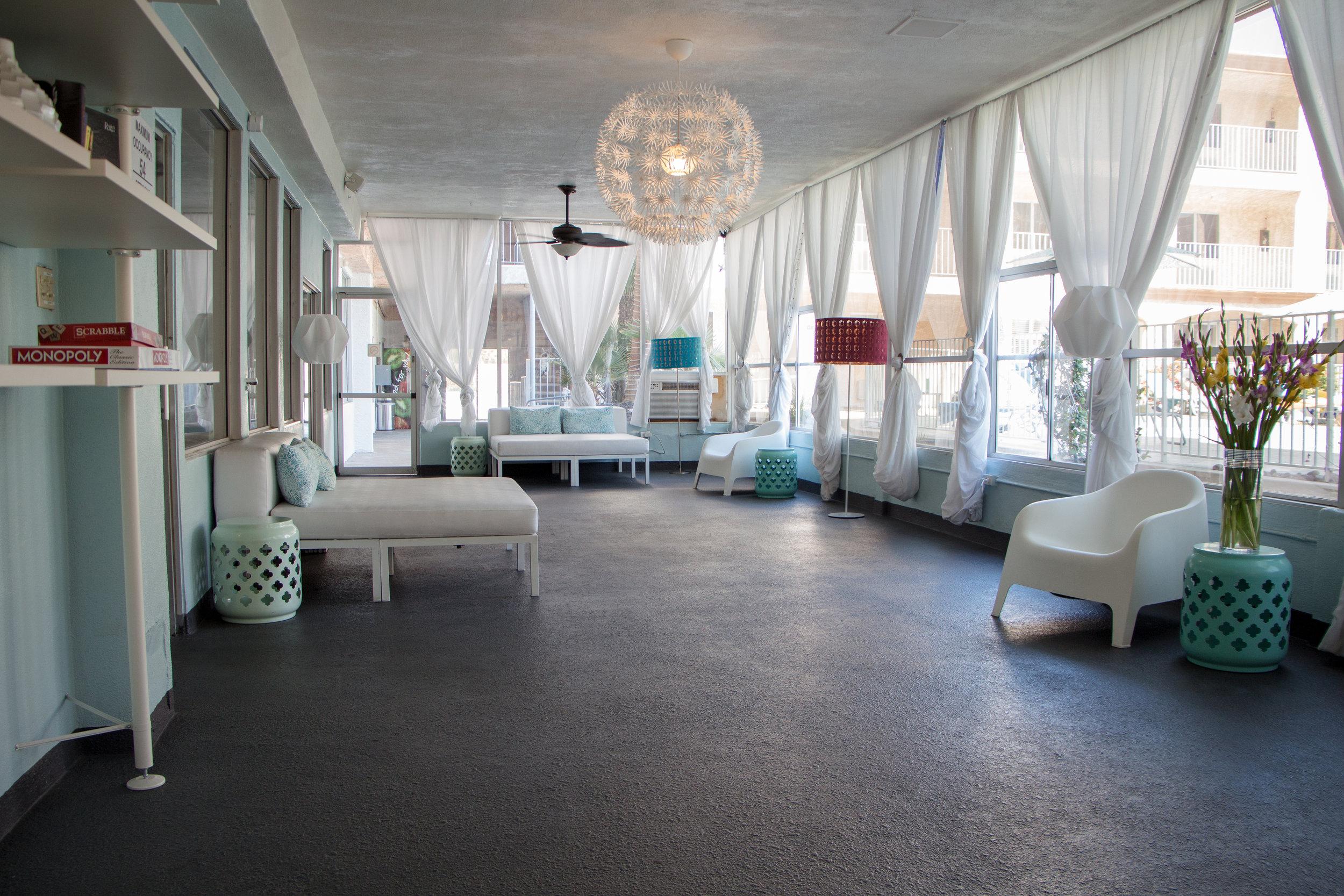 desert-hot-springs-yoga-retreat-lounge.jpg
