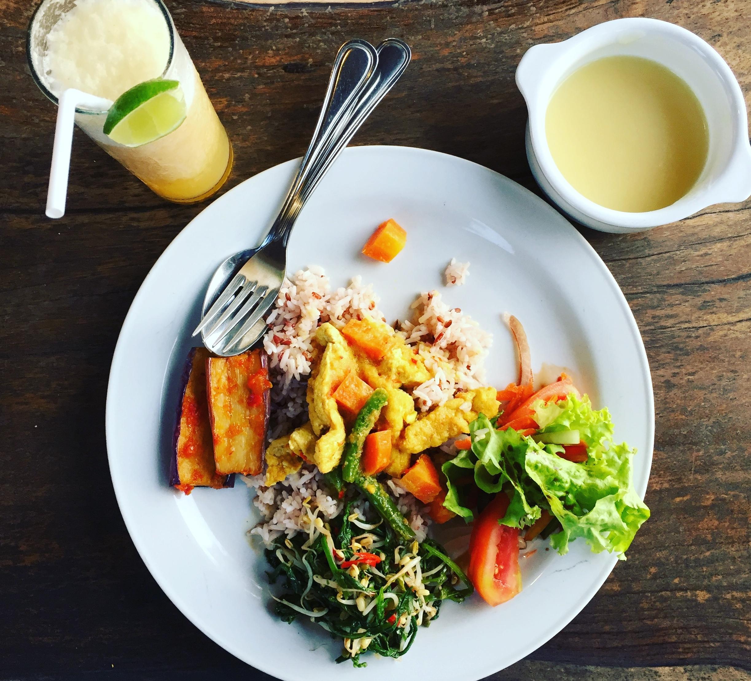 bali-yoga-teacher-training-foods.JPG