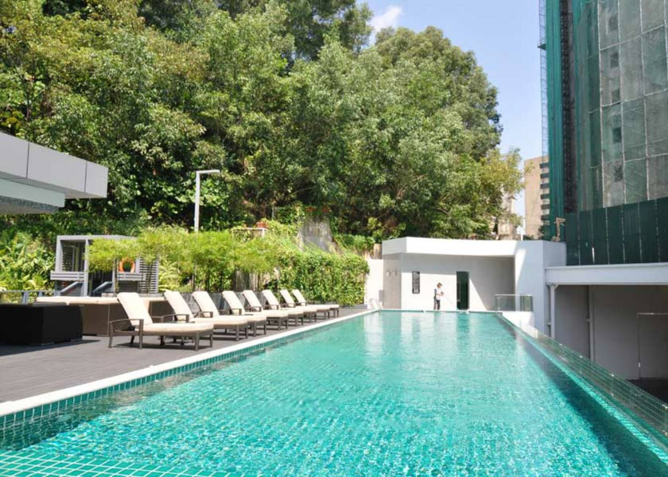 yoga-detox-retreat-kuala-lumpur-swimming-pool.png