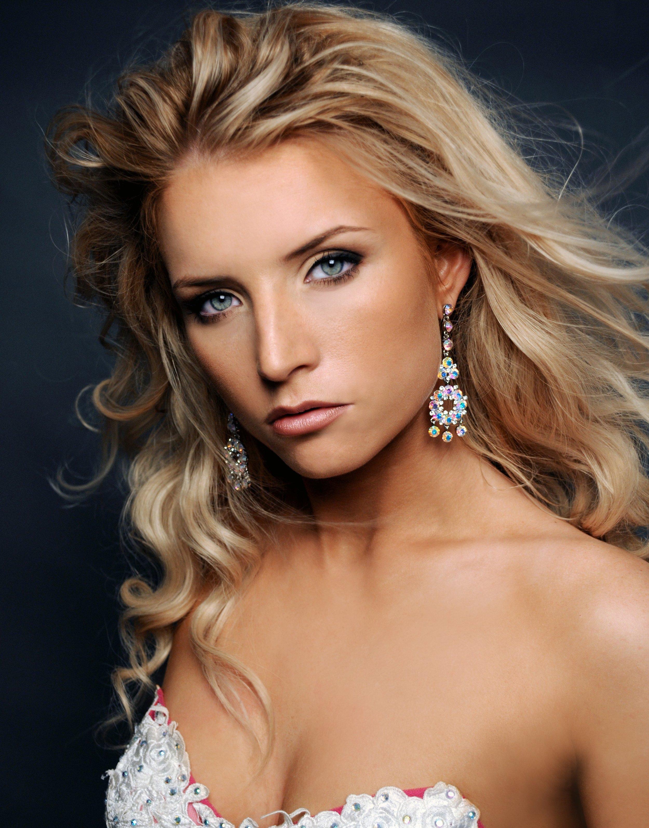 Miss Rhode Island 2009   Julianna Strout