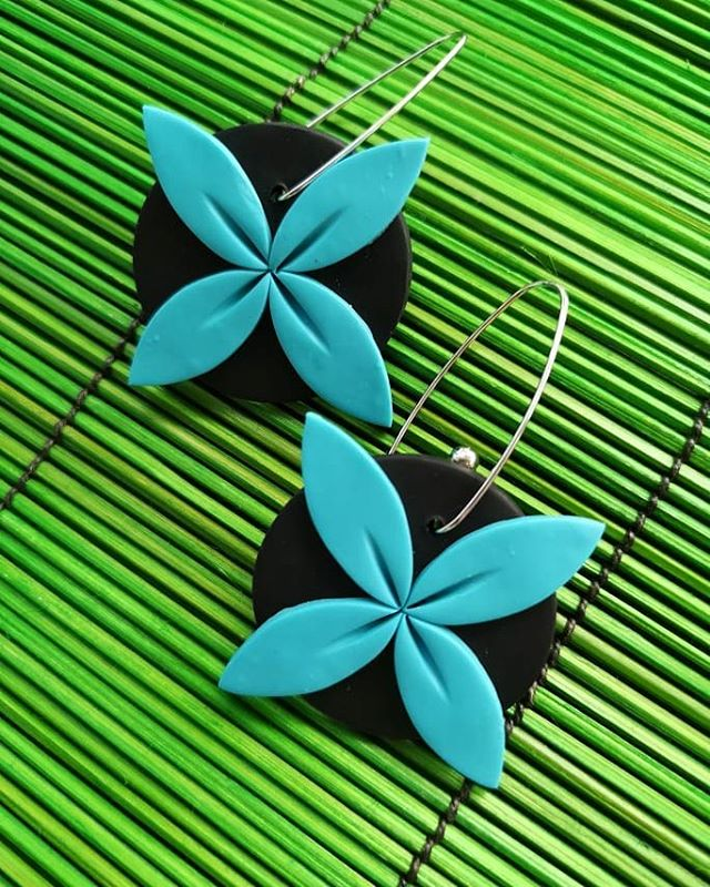 Statement Tipani in turquoise. A small selection of other colourways will be available in this size. www.aolelecreative.com from Thursday night 8pm NZ time onwards. Am I freaking out? No. Yes. Lil bit. Be gentle with your feedback ok 😅