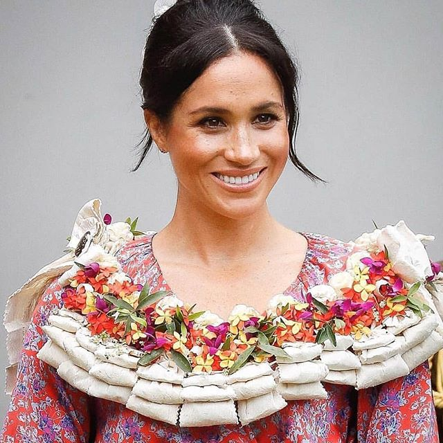 Interrupting myself to post this BEAUTIFUL salusalu gifted to the Duchess of Sussex while in Fiji 😍😍 pic credit: @chrisjacksongetty