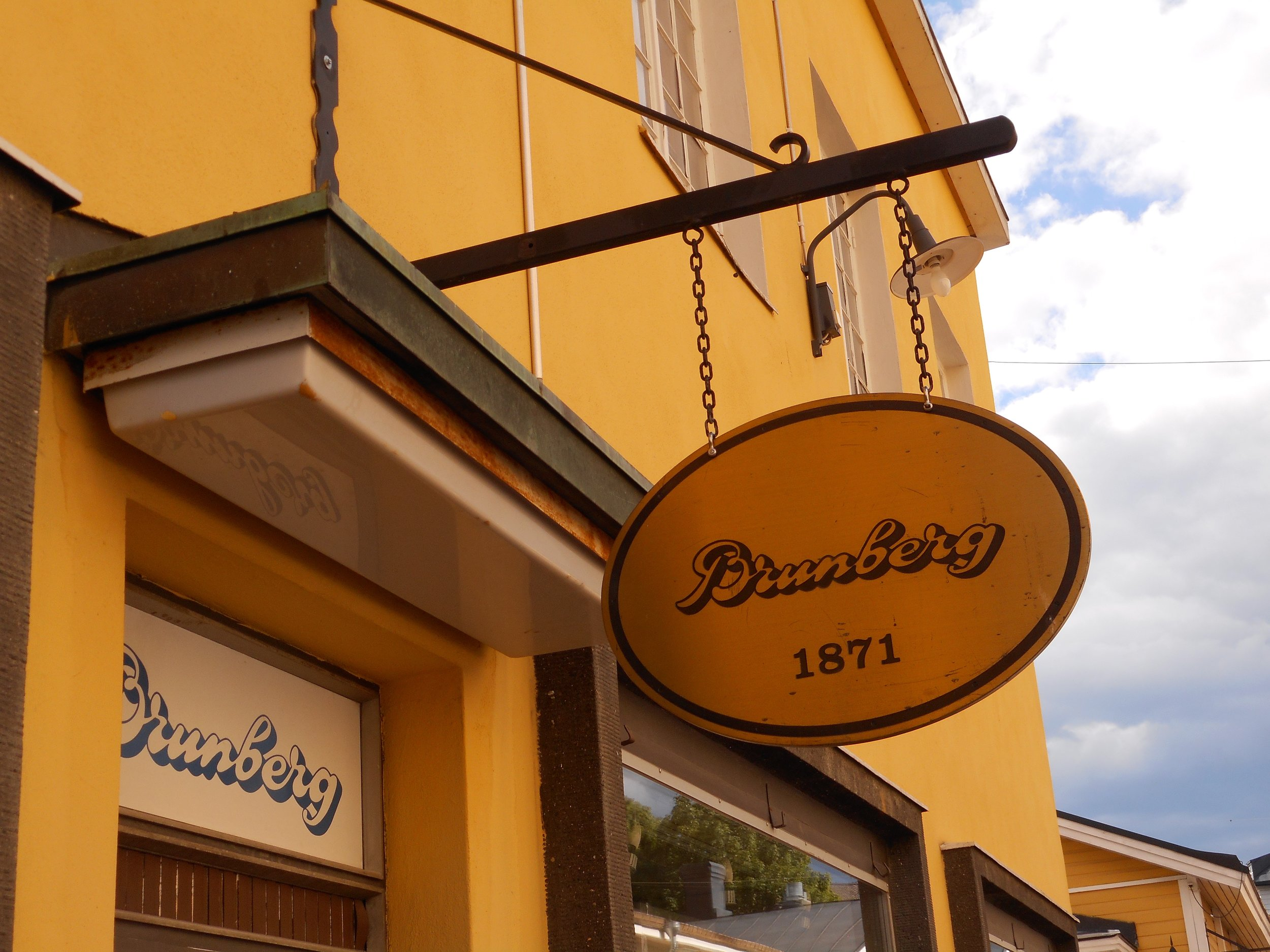 Porvoo mediaval town walk and chocolate factory