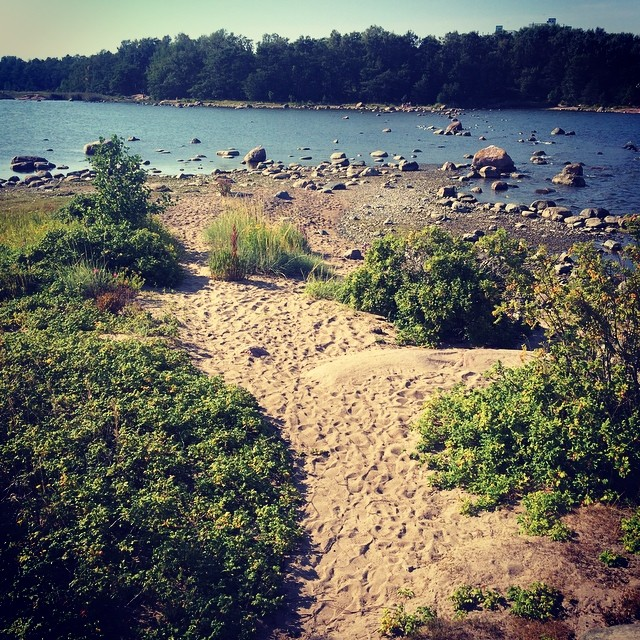 #hotsummerday are perfect for #picnicinnature And #islandhopping !  #lomitravels #lominaturetravels  #visitfinland #visithelsinki  #myhelsinki #helsinkilove #postcardsfromhelsinki #helsinkioffical #helsinkisightseeing #helsinkicitywalk #luontopääkaupunki #naturecapital #naturecapitaloftheworld #finnishsummer