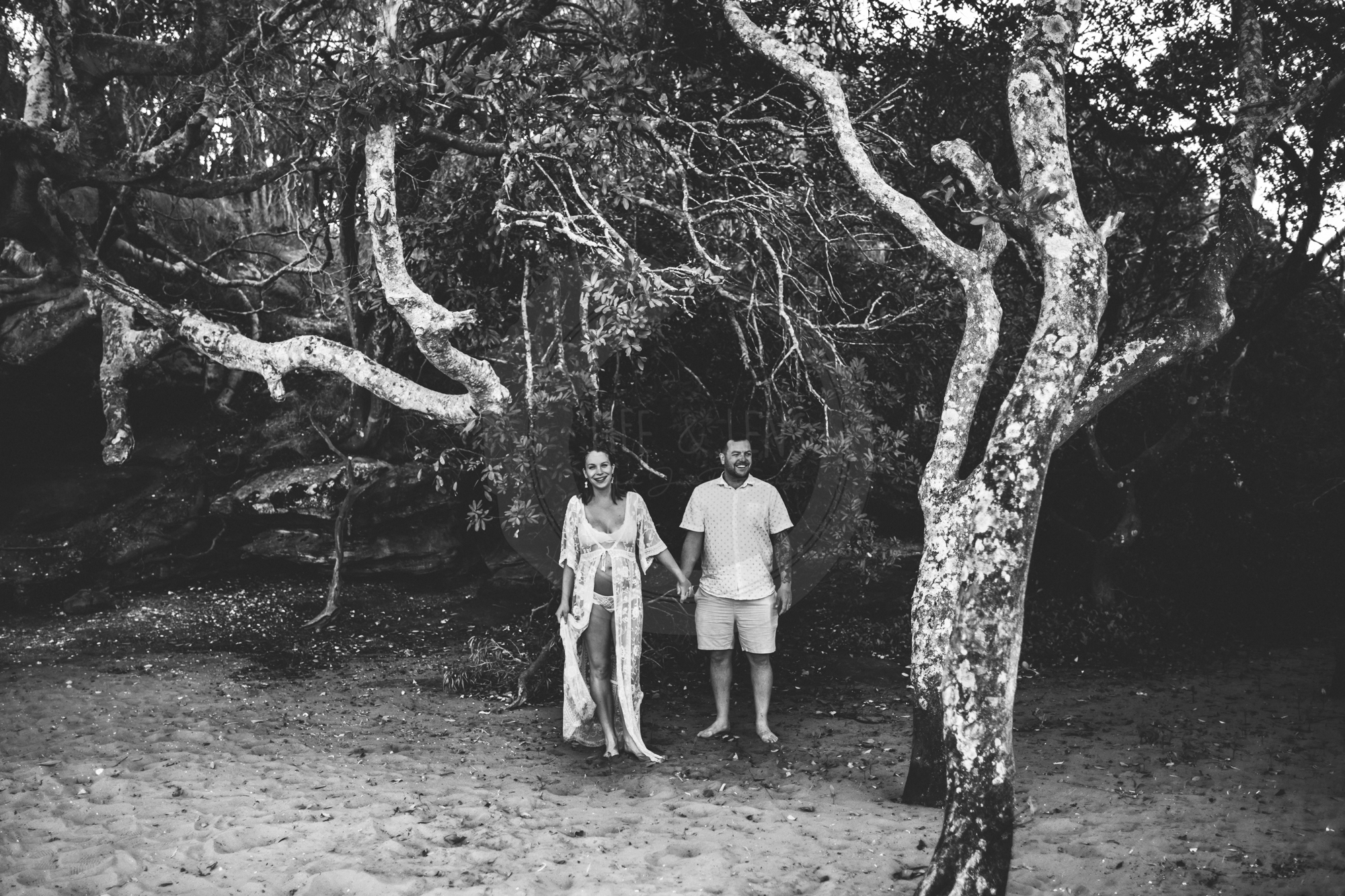 sydney lifestyle photographer - image of pregnant mother and her husband holding hands